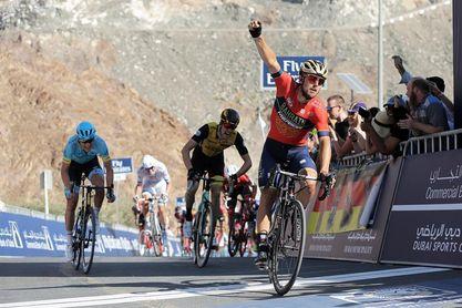 Colbrelli sorprende en la etapa reina, Viviani se agarra al liderato