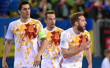 Pola celebra un gol con la camiseta de España.