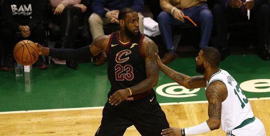 107-123. James logra triple-doble y ganan Cavaliers sin los nuevos jugadores