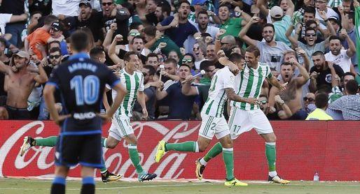 El Deportivo se encomienda a Seedorf para resurgir ante el Betis