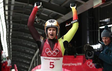 La alemana Geisenberger repite oro, el podio estuvo en medio segundo