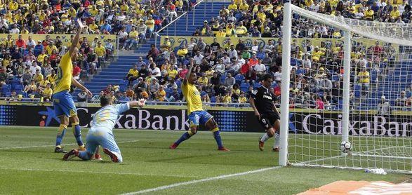 1-2. El Sevilla se lleva los puntos con polémica final