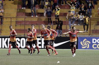 2-2. Herediano empata a Tigres en el último minuto y mantiene viva la serie