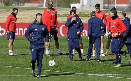 Montella convoca a 19 jugadores ante el United.