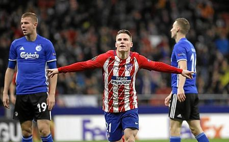 Gameiro ha pasado de poderse ir del Atlético a golear.