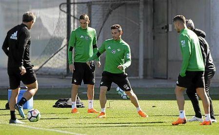 Rubén Castro, en un entrenamiento del Betis.