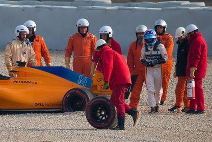 Matinal improductiva para Alonso, que perdió una rueda por tuerca defectuosa
