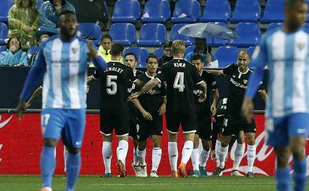 Málaga CF 0-1 Sevilla FC: Oxígeno para que el herido respire