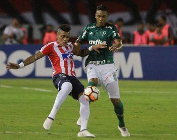 0-3. Palmeiras aprovecha la expulsión de Gutiérrez y vapulea a Junior en su casa