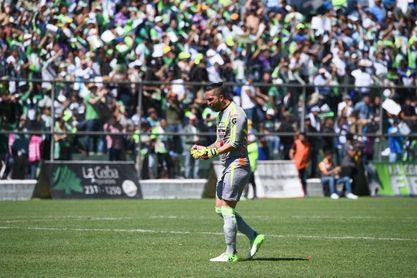 El campeón Antigua, del argentino Tapia, retiene el liderato del fútbol en Guatemala