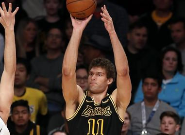 108-107. López selló la victoria de los Lakers