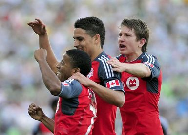 2-1. Jonathan Osorio marcó el gol de la victoria merecida del Toronto FC