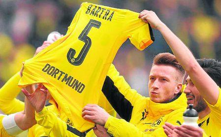 Hoy, homenaje a Bartra en Dortmund