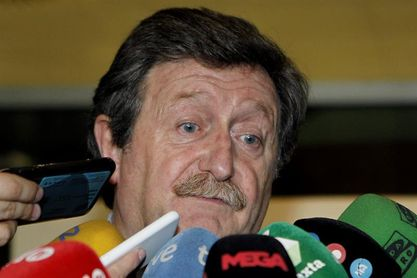 Larrea presenta su candidatura a presidente con 70 avales