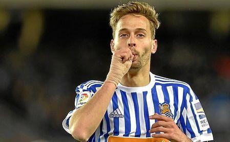 Canales celebra un gol con la Real Sociedad.