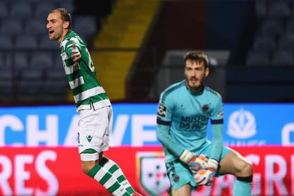 Bas Dost da esperanzas al Sporting en la lucha por la Liga