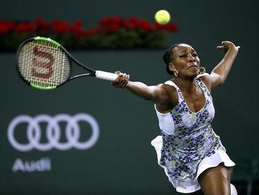 Venus Williams se impone a su hermana Serena y accede a octavos de final