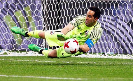 Dirigente chileno dice que Claudio Bravo hizo exigencias para ir a la selección