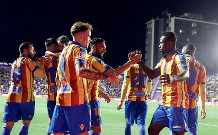 2-1. El Levante confirma su recuperación ante el Eibar