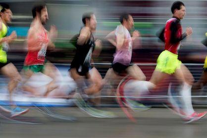 Toni Abadía bate el récord de España de 10 km en ruta en Laredo