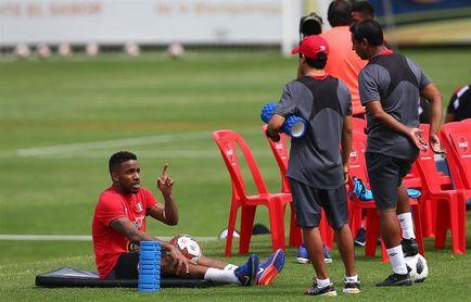 Farfán se une a las prácticas de Perú para los amistosos ante Croacia e Islandia