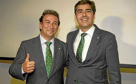 Haro, presidente del Betis, junto a López Catalán, vicepresidente.