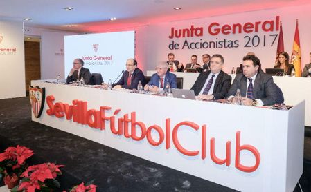 Colectivos sevillistas se unen ante el temor de venta del club a capital externo