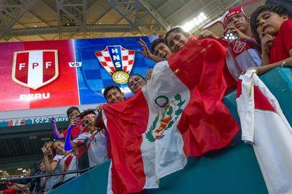 2-0. Perú castiga los errores de Croacia y avisa a a Francia, Australia y Dinamarca