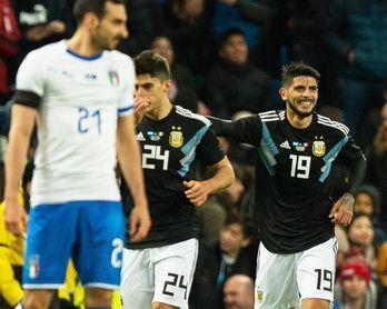 2-0. Banega y Lanzini rescatan a una Argentina inerte sin Messi