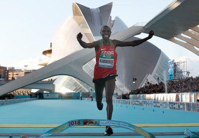 Kamworor se proclama campeón en Valencia y logra el triplete mundial