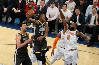 Rockets, mejor marca de su historia, se alejan de los Warriors con Curry lesionado