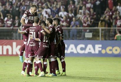 Alajuelense y Saprissa empatan con goles hondureños, Herediano sube y es líder