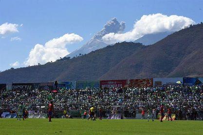 Sanarate y Antigua, dos equipos con guía argentino, líderes en Guatemala
