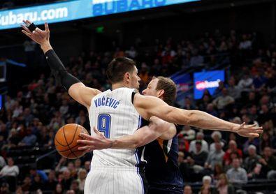 104-111. Russell logra doble-doble en la victoria de los Nets