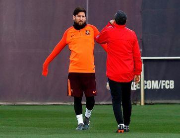 Messi participa en una parte del entrenamiento del equipo de Valverde