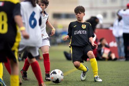 El ahijado de Ronaldinho brilla en el torneo infantil de Cataluña