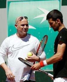 Agassi deja de entrenar a Djokovic