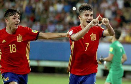 Ferran Torres renueva con el Valencia hasta 2021 con 100 millones de cláusula