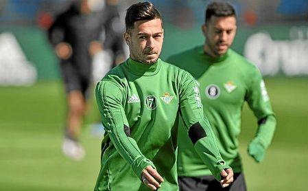 Sergio León, en un entrenamiento del Betis.