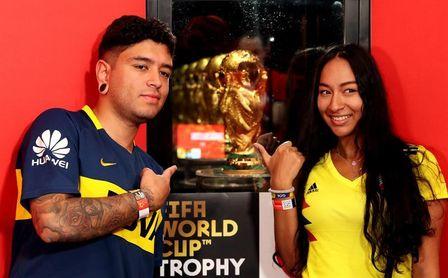 Colombia cumple su cita con el trofeo de la FIFA pese a la lluvia y las largas filas