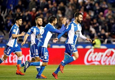 3-2. Adrián López alimenta la esperanza del Dépor y hunde al Málaga