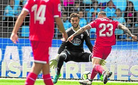 Sandro pudo poner por delante al Sevilla en Balaídos.