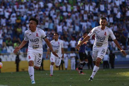 Alianza regresa a la senda del triunfo tras derrotar a Pasaquina en El Salvador