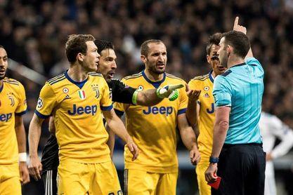 """La prensa debate el pase del Real Madrid: """"fue penalti"""", """"robo"""", """"pánico"""""""