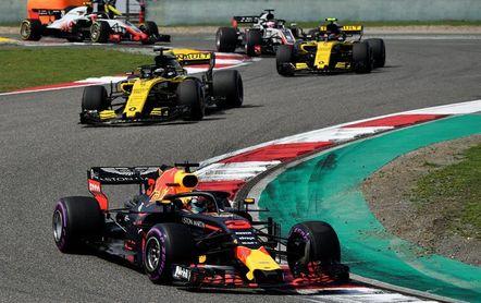 Un Ricciardo sublime agrega un nuevo ingrediente al duopolio Ferrari-Mercedes