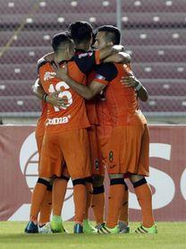 Ocho equipos salvadoreños mantienen una intensa lucha para clasificar a los cuartos