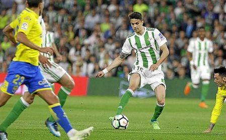 Bartra, en un lance del partido ante Las Palmas.