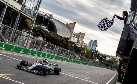 Victoria para Hamilton y drama para Bottas en la locura de Bakú
