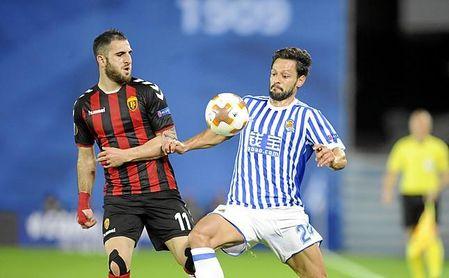 De la Bella jugó con el filial nervionense en Segunda, antes de firmar con la Real.