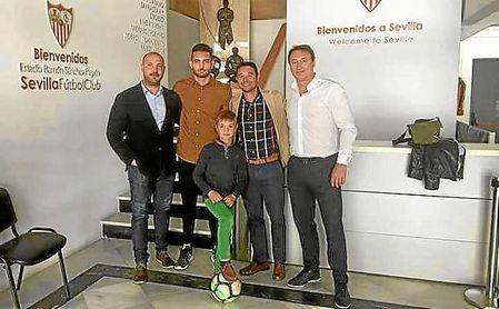 Sergio, en el Ramón Sánchez-Pizjuán donde firmó su contrato.